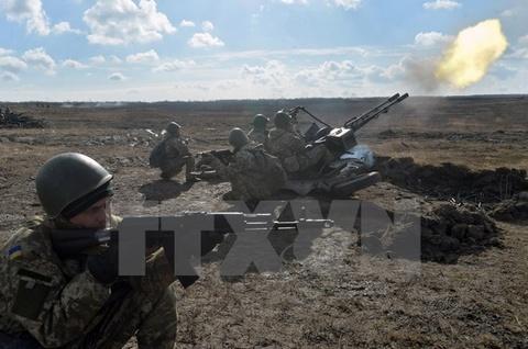 Dai su Ukraine tai My tuyen bo quan doi Ukraine dang hap hoi hinh anh