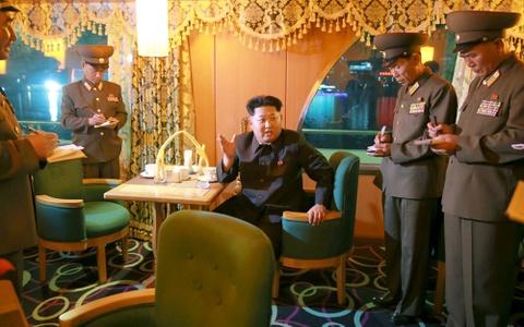 Kim Jong Un tham du thuyen sang trong cua Trieu Tien hinh anh