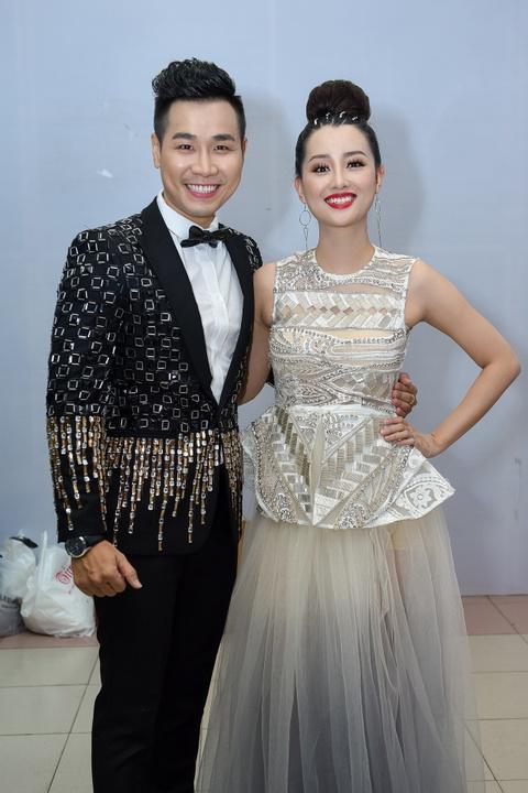 Toc Tien lan dau duoc ba toi co vu o chung ket The Voice hinh anh 9