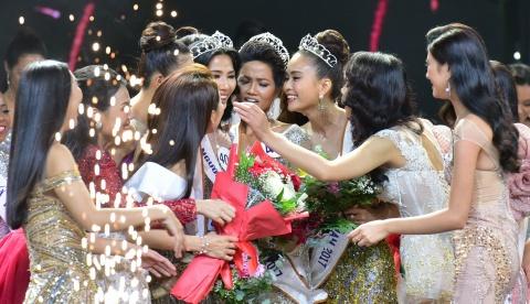 Khoanh khac dang quang cua tan Hoa hau Hoan vu Viet Nam 2017 hinh anh 4