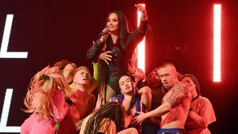 'Cong chua Disney' Demi Lovato bi chi trich trinh dien dung tuc hinh anh