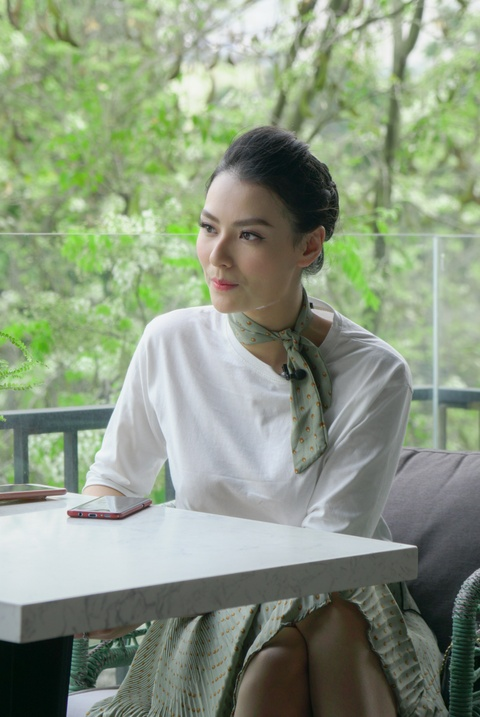 Nguoi mau Hong Que: '17 tuoi, toi nhan tien dai gia va phai tra gia' hinh anh 2