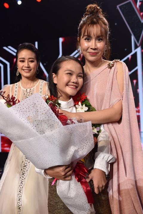 Co be dan ca Ha Quynh Nhu tro thanh quan quan Giong hat Viet nhi 2018 hinh anh 11