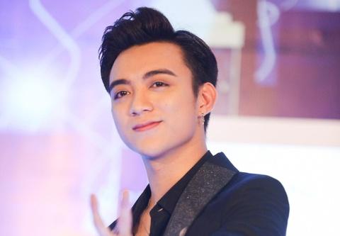 Soobin Hoang Son Gay Xuc Dong Khi Hat Ve Cha Hinh Anh