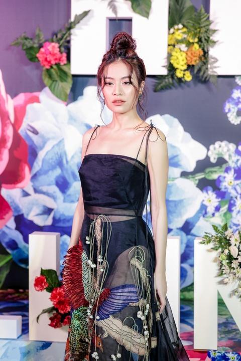 'Fall In Love' cua Hoang Thuy Linh: MV dau tu nhung nhac khong moi me hinh anh 2
