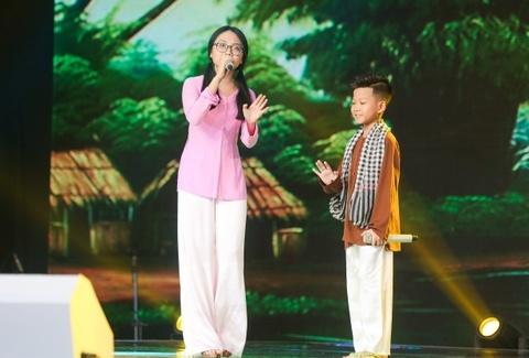 Sau 'Ngam hoa le roi', Minh Chien va 'Bua yeu' gay phan ung trai chieu hinh anh 2