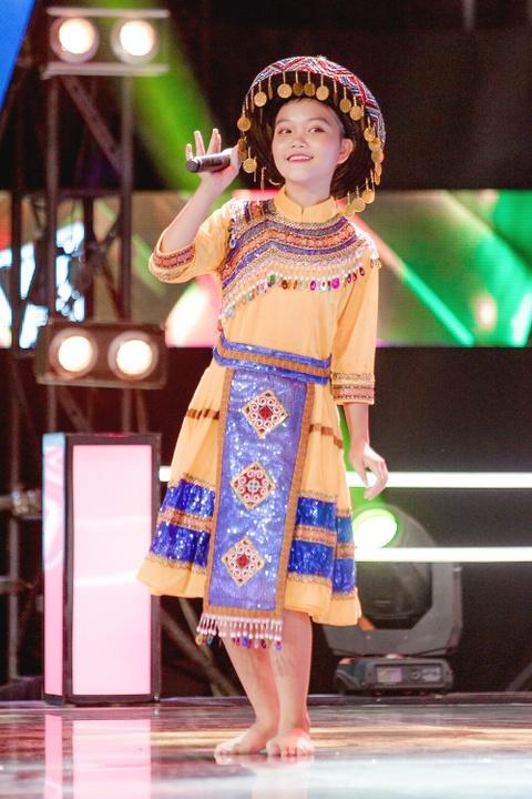 Sau Thien Nhan, The Voice Kids co quan quan thu 2 chuyen hat dan ca? hinh anh 3