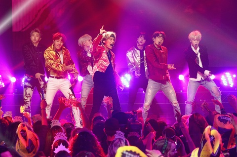 Duoc moi du Grammy va loat show My, BTS thuc chat chi la 'moi' rating? hinh anh 1