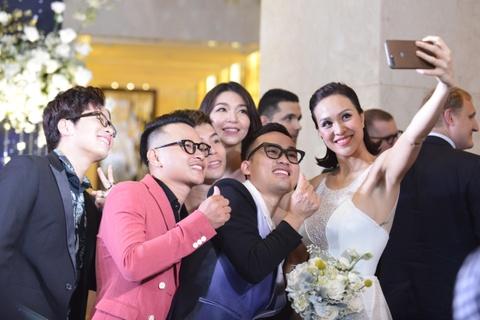 Phuong Mai va chong Tay hon nhau ngot ngao trong le cuoi hinh anh 5