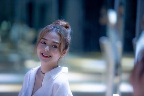 'Bạn gái' gợi cảm lần đầu nói về tình yêu với Trịnh Thăng Bình