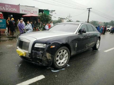 Sieu xe Rolls Royce tong hai bo con di xe may nhap vien hinh anh