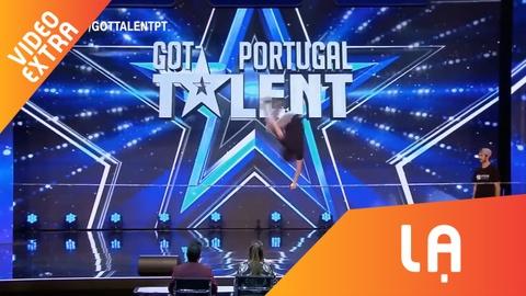 Hai chang trai nhao lon ngoan muc tren day tai Portugal Got Talent hinh anh