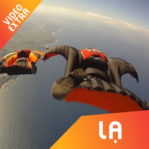 Bay luon bang qua dinh nui cung bo mon Wingsuit Fly hinh anh