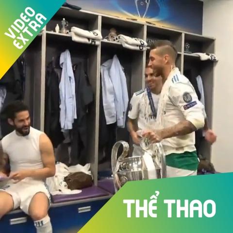 Sergio Ramos deo luoi, vui ve an mung chuc vo dich trong phong thay do hinh anh