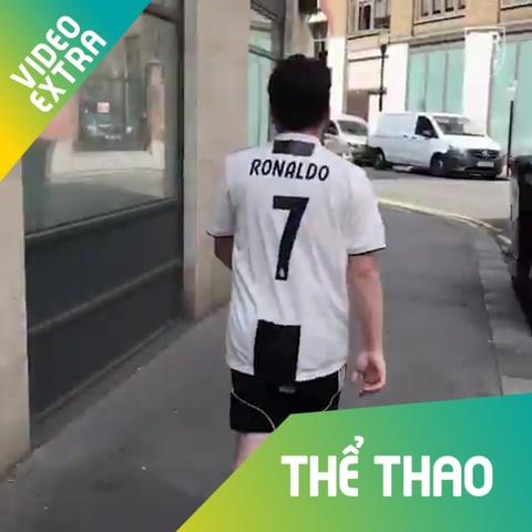 Cach chuyen ao Real thanh dong phuc Juve cho fan Ronaldo hinh anh