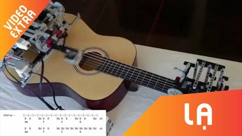 May tu dong danh dan guitar, choi hay nhu nguoi that hinh anh