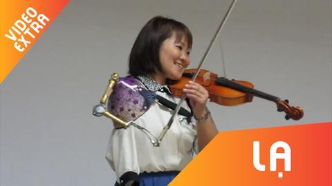 Man bieu dien violin day nghi luc cua nu y ta da mat canh tay hinh anh