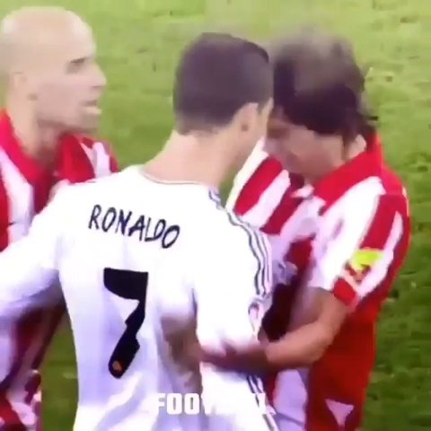Nhung lan Ronaldo 'gian qua mat khon' tren san co hinh anh