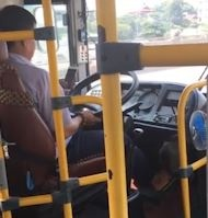 Tai xe xe buyt o Ha Noi vua nhan tin vua lai xe hinh anh