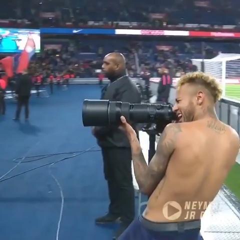 Neymar tinh nguyen lam 'pho nhom' cho Mbappe tao dang hinh anh