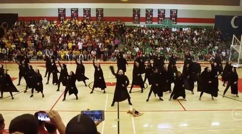 Bai nhay flashmob tai hien lai cac su kien trong phim Harry Potter hinh anh