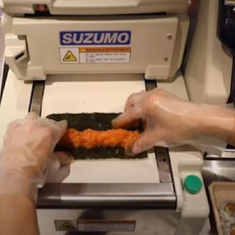 May cuon 400 cuon sushi chi trong 1 gio hinh anh