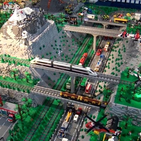Dung manh ghep LEGO tao nen sieu thanh pho trong mo hinh anh