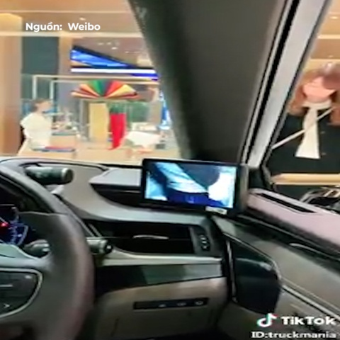 Lexus ES300h su dung camera thay the cho guong chieu hau hinh anh