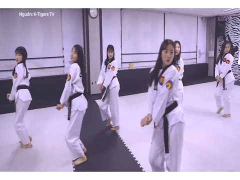 Vo sinh cover BBoom BBoom theo phong cach Taekwondo hinh anh