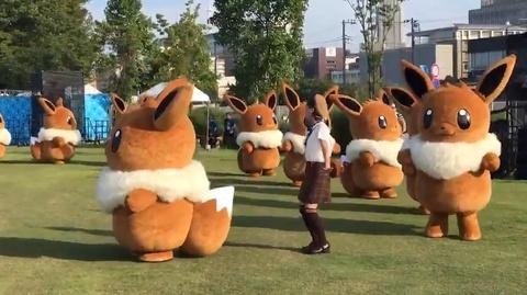 Dieu nhay de thuong cua 'rung' mascot Eevee trong Pokemon hinh anh