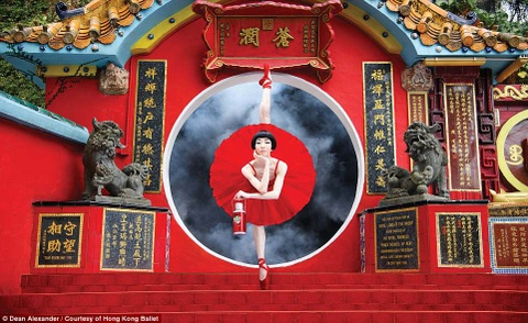 Hong Kong: Vu cong ballet 'bay' giua khong trung quang ba du lich hinh anh 1