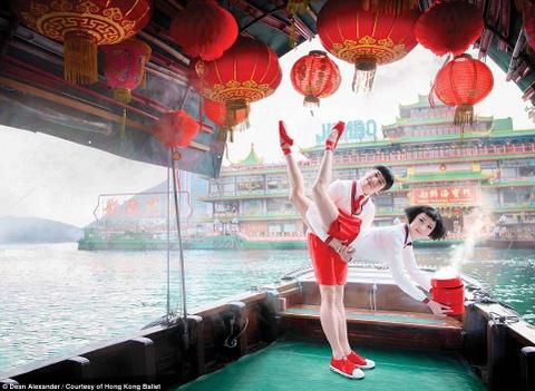 Hong Kong: Vu cong ballet 'bay' giua khong trung quang ba du lich hinh anh 7