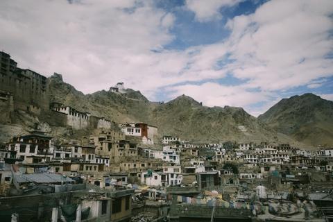 Duong den Ladakh - hanh trinh danh cho nhung doi chan khong biet moi hinh anh 1