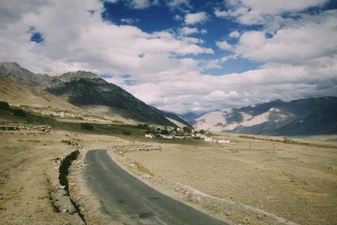 Duong den Ladakh - hanh trinh danh cho nhung doi chan khong biet moi hinh anh 25