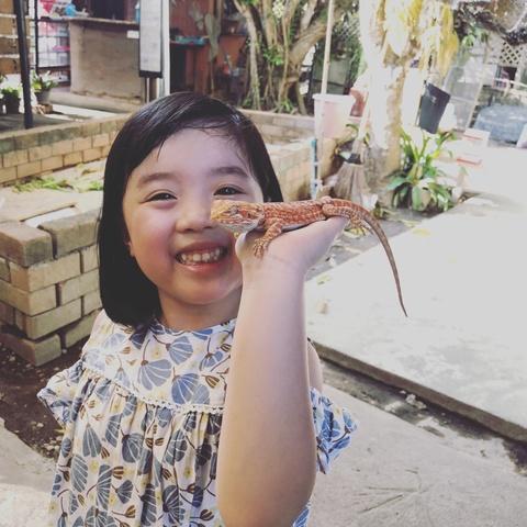 Me 'sieu nhan' Trang Moon dat theo 3 con nho van du lich nhan tenh hinh anh 3