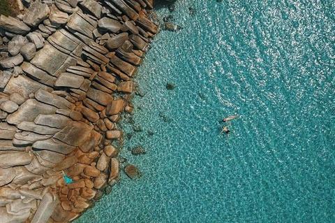 Nap 'vitamin sea' o thien duong bien Binh Hung dip nghi le hinh anh 2