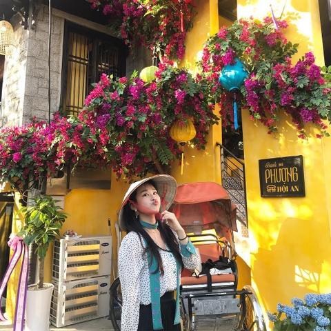 Nguoi Han Quoc thich thu check-in quan banh mi Phuong o Seoul hinh anh 4