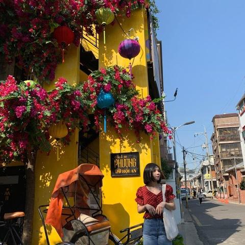 Nguoi Han Quoc thich thu check-in quan banh mi Phuong o Seoul hinh anh 8