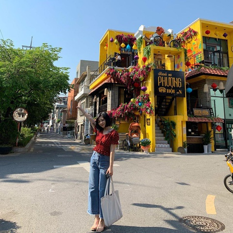 Nguoi Han Quoc thich thu check-in quan banh mi Phuong o Seoul hinh anh 9