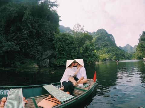 Pho Dac Biet va SunHT: Yeu la dua nhau di khap the gian hinh anh 20