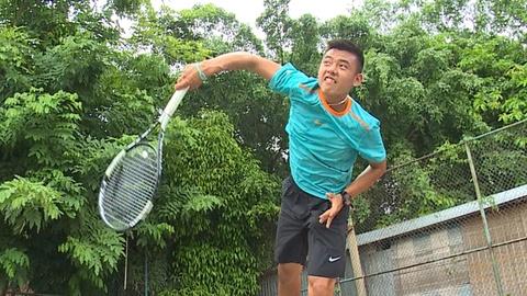 Ly Hoang Nam miet mai luyen tap tai san tennis cu hinh anh