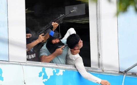 Canh sat dac nhiem Viet Nam dien tap ky nang 'ha' khung bo hinh anh