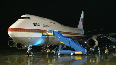 Air Force One Nhat dua Thu tuong Shinzo Abe den Da Nang hinh anh