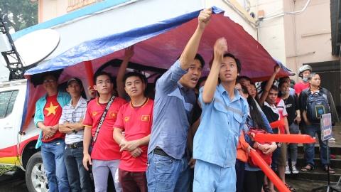 Nguoi Sai Gon doi mua co vu U23 Viet Nam hinh anh