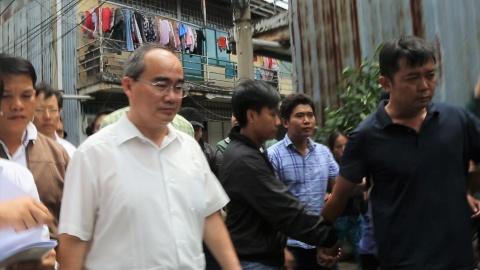 Bi thu Nguyen Thien Nhan den khu tam cu cua ba con Thu Thiem hinh anh