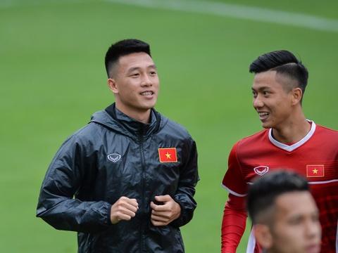 Tien ve Huy Hung: 'Chung toi se tap trung hon vao tinh huong co dinh' hinh anh