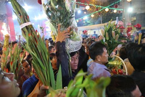 Bien nguoi di le Ba Thien Hau luc 0h o Binh Duong hinh anh 4