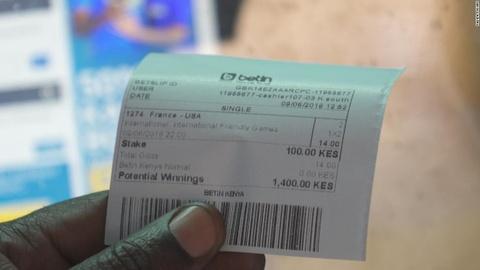Nhung nguoi ca do o Kenya me muoi kiem tien mua World Cup hinh anh 3
