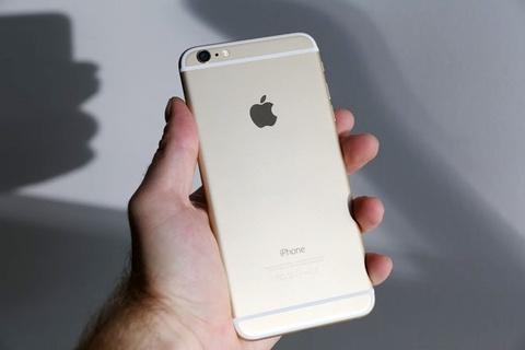 Ten cuop iPhone bi bat khi mang sac cho nguoi mua hinh anh