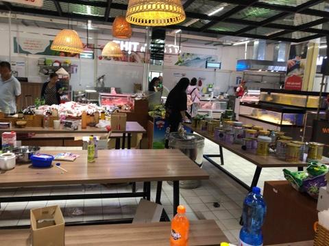 Auchan xa hang, nguoi Viet tranh cuop, xa rac hinh anh 4